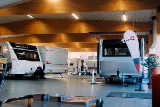 showroom för att köpa husbilar och husvagnar